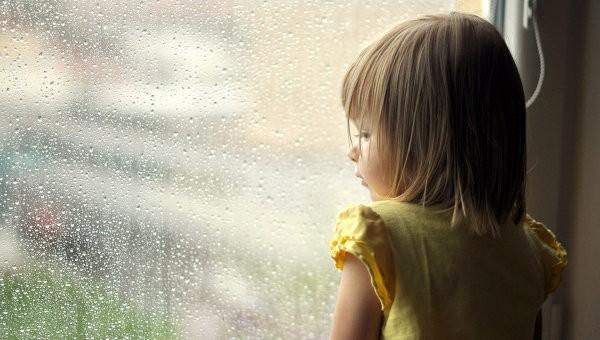 «Сейчас я чувствую себя маленькой девочкой, которая стоит у окна, плачет и ждёт родителей»