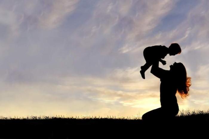 Что делать, если в детстве вам не хватило материнской любви и принятия?