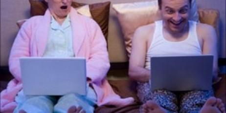 Муж смотрит порно в одиночестве