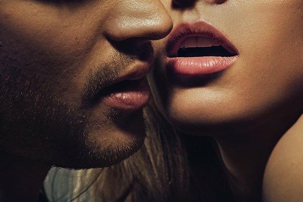 Развесила половые губы.онлайн