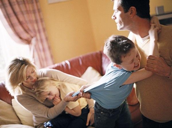 с кем должны жить дети после развода ему