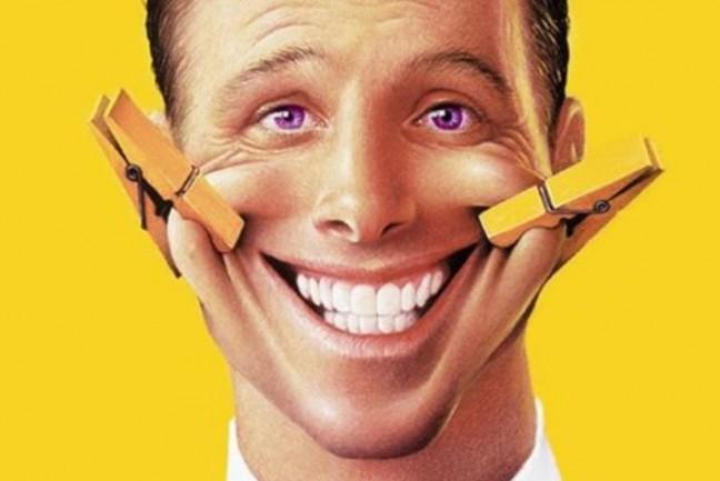 Человек идет и улыбается, значит человеку хорошо
