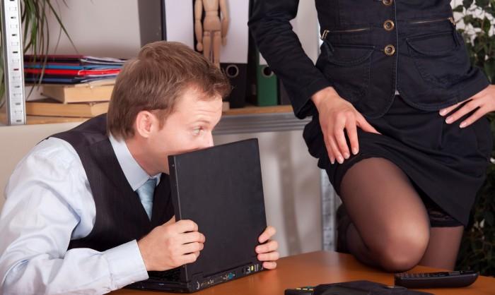 smotret-videoroliki-seks-v-ofise-vvedenie-zhenskogo-soska-v-otverstie-penisa