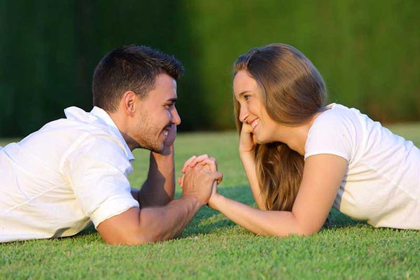 what is difference between dating and hanging out