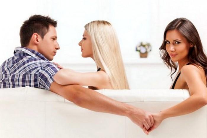Почему муж втихаря смотрит порно и сайты знакомств