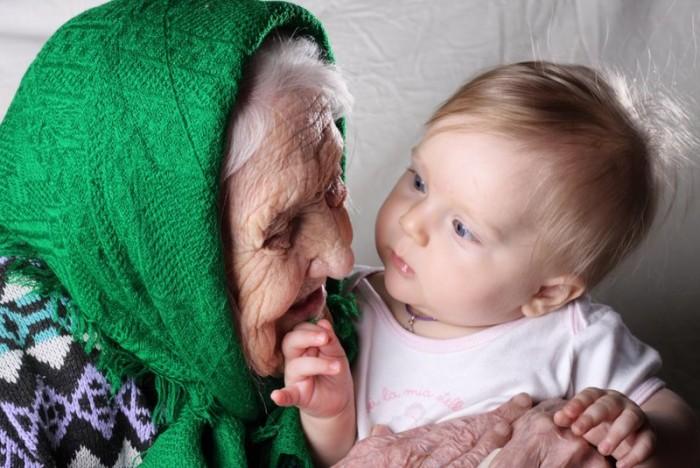 Старушка и ребенок