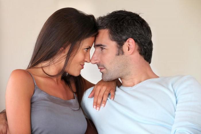 Приснившийся секс с парнем, причем, незнакомым, предвещает жизненные перемены, неизвестность, неуверенность сновидицы — сможет ли она преодолеть предстоящие сложности.