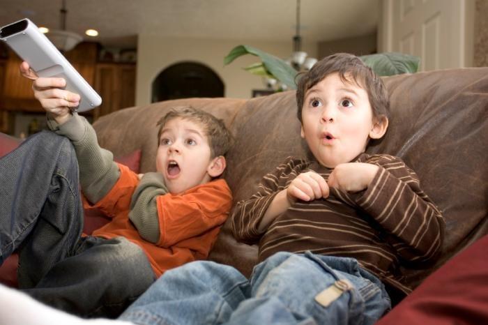 Мультфильмы и компьютерные игры: как они влияют на психику ребёнка