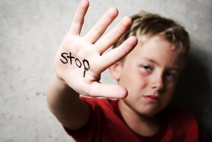 Что люди не понимают о страданиях от детской травмы?