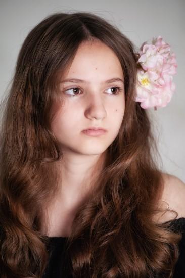Цветущая орхидея Детская версия Проявленность образов героинь Розы и Анютиных глазок