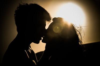 4 способа отличить любовь от страсти