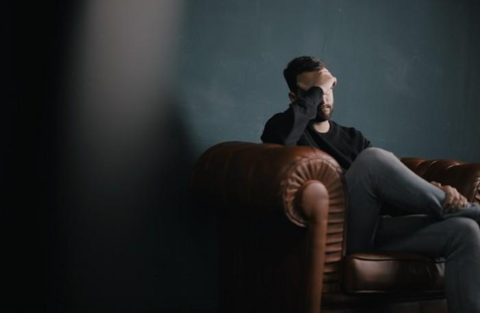 Как объясняют депрессию различные психологические направления