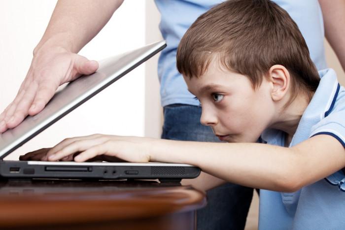 Компьютер вместо мамы и папы