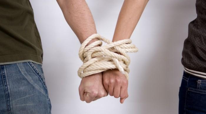 На чем строятся зависимые отношения?