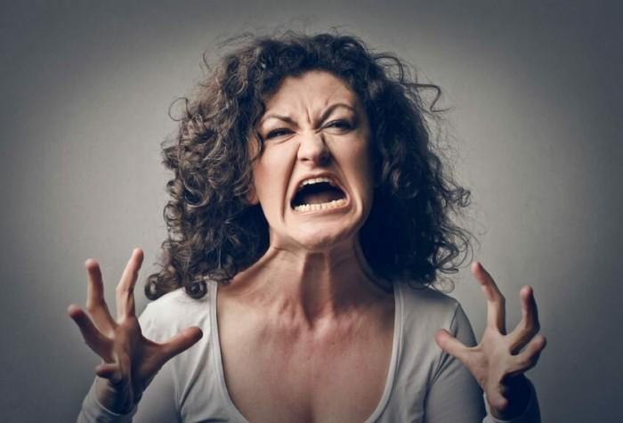 Моя мать психопатка (2)